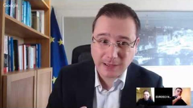 Embedded thumbnail for Panouri solare și vin, autoturisme și soia | Economia Politică Europeană 4