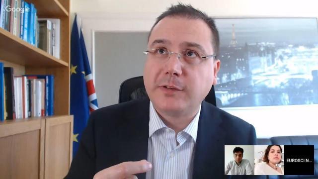 Embedded thumbnail for De ce votăm cu extremiști la europarlamentare? | Economia Politică Europeană 11